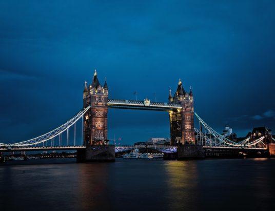 Le Royaume-Uni quittera l'Union européenne le vendredi 29 mars 2019 à minuit, soit exactement deux ans après avoir notifié au Conseil européen son intention de se retirer. À partir du 30 mars 2019, le Royaume-Uni sera un pays tiers. Il est désormais urgent que les entreprises de l'UE commencent à se préparer à son retrait de l'Union, si elles ne l'ont pas encore fait.
