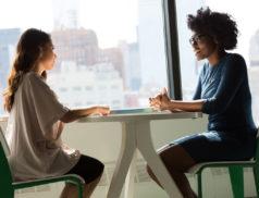 La loi du 5 mars 2014 sur la formation professionnelle a mis en place l'obligation pour toutes les entreprises, quelle que soit leur taille, de réaliser un entretien professionnel tous les 2 ans avec chacun de ses salariés.