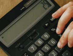 Nouveautés : La possibilité de moduler les acomptes d'IS et la reconduction du remboursement accélérée des crédits d'impôt.
